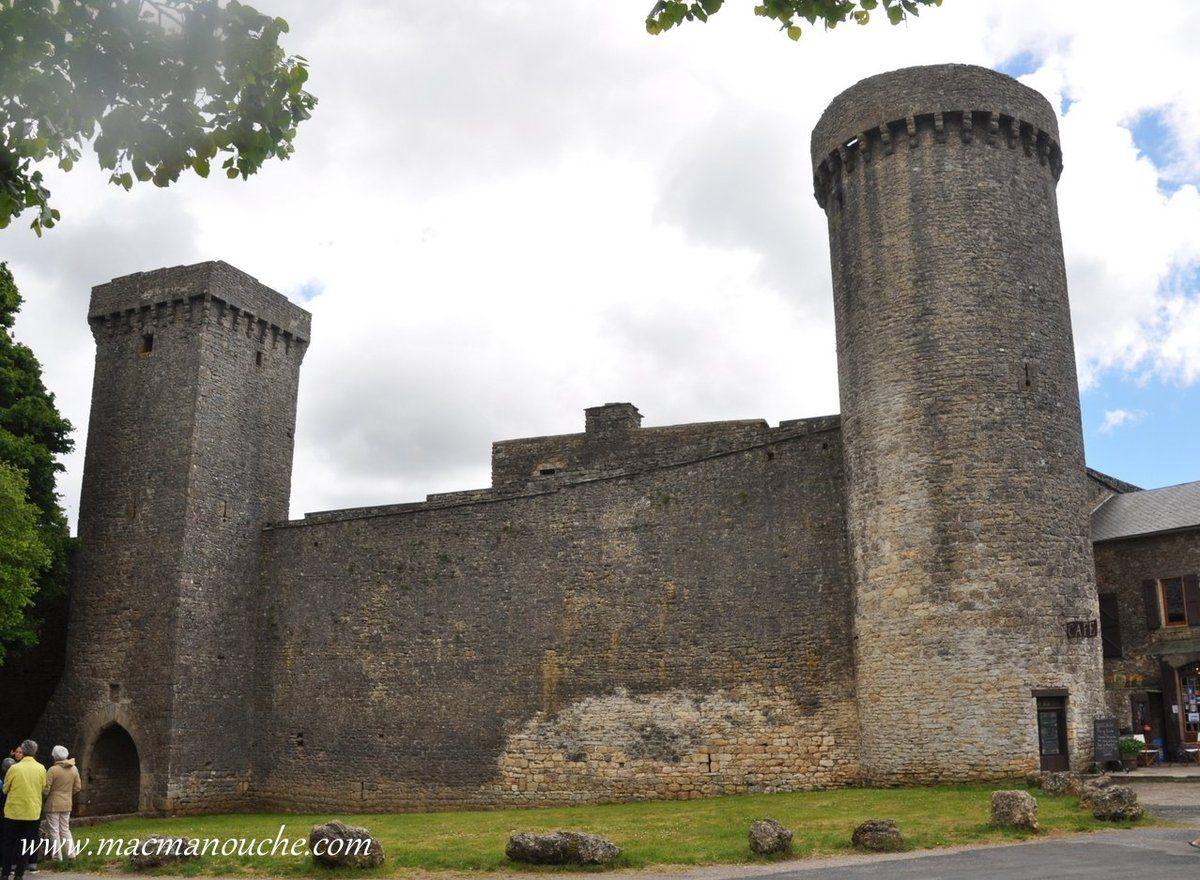 ( ''1''  sur le plan)  :    Portal d'Amoun (Porte Nord): … == > …