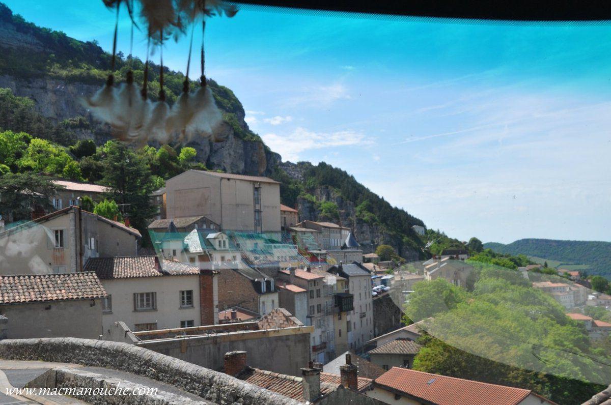 Arrivée sur Roquefort-sur-Soulzon.