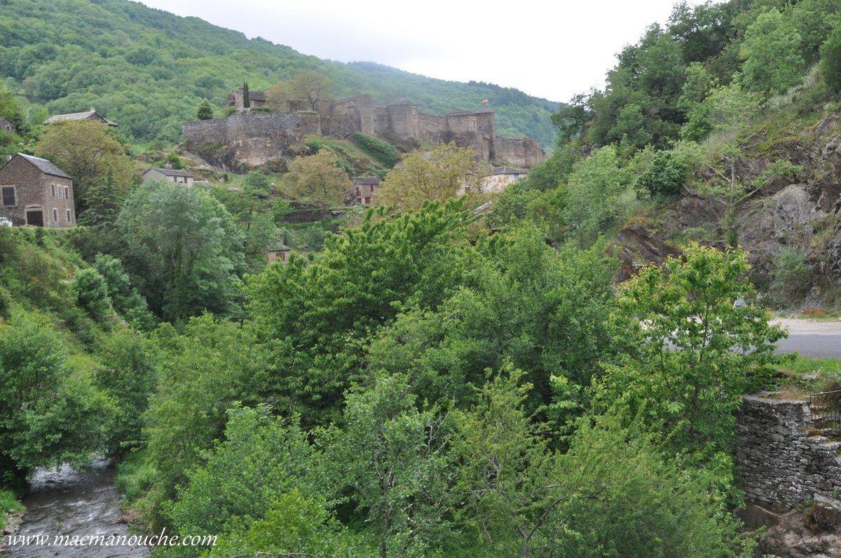 Un château datant du Moyen-Age. … == > …
