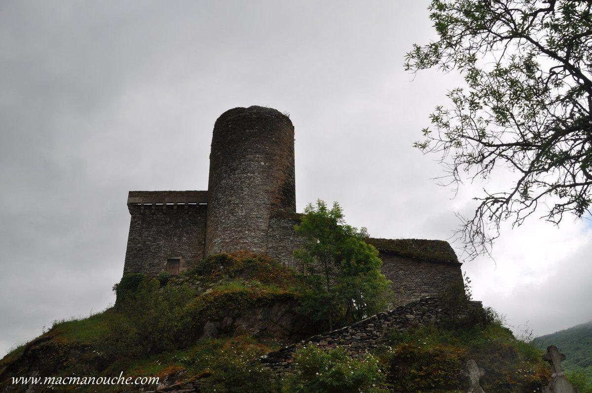 Tour arrière du château.