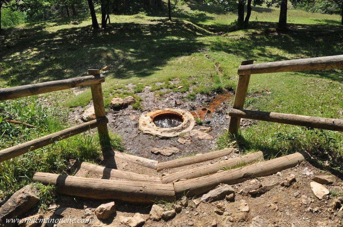 Lors de cette randonnée, on découvre également la source romaine de Bard  (source salée et pétrifiante de Bard) .