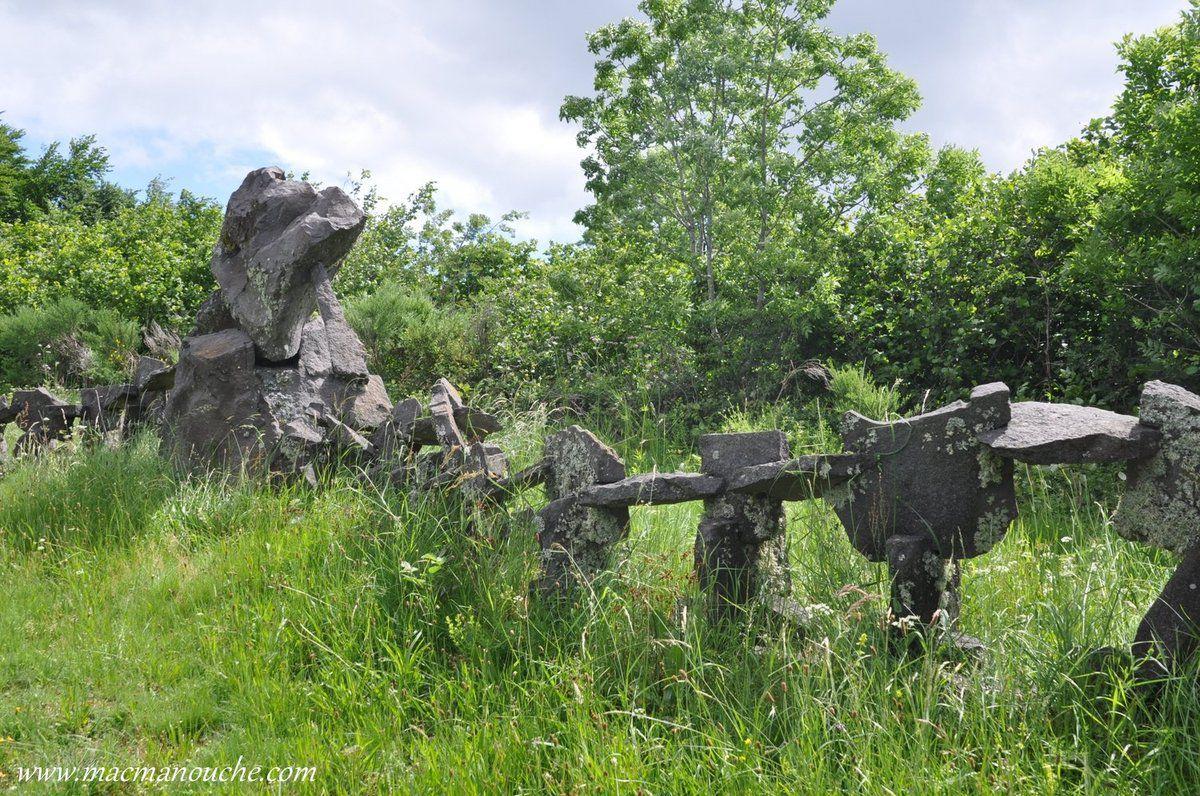 Sur le parcours, cette étrange sculpture!