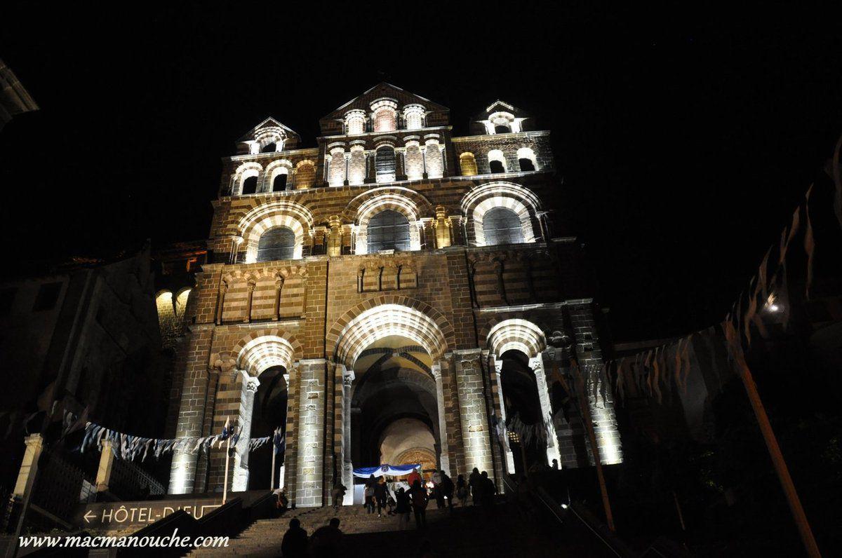 Puis on passe devant la cathédrale, mais pas de ''jeux'' de lumière à cause de la procession du 15 août !