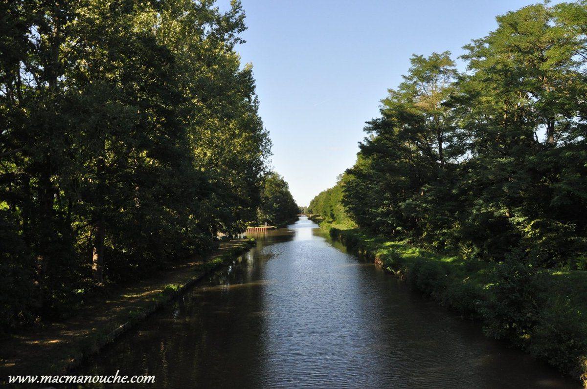 … == > … on aperçoit vaguement sur la gauche  du  canal le bout de l'aire!