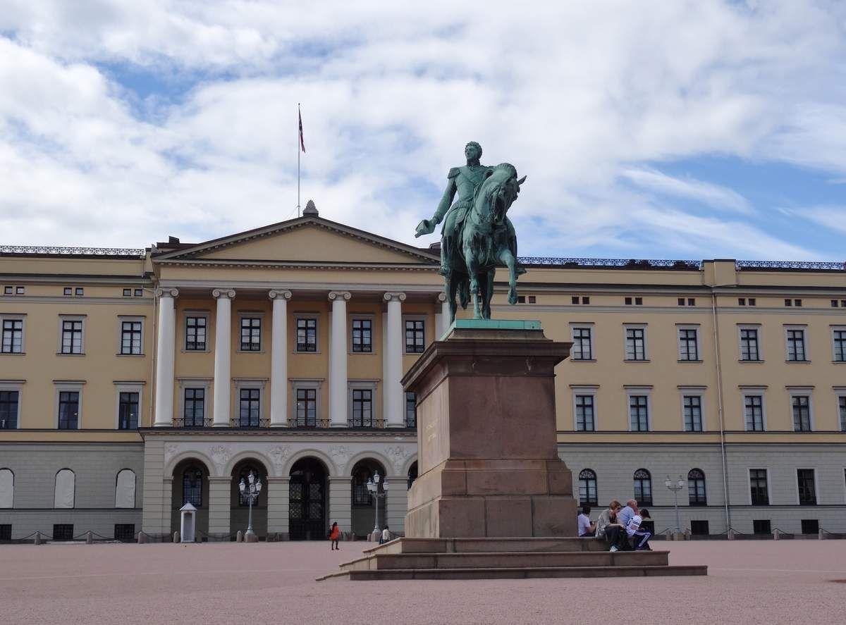 """Le palais Royal, les """"champs élysées"""", les codes barre, le parlement, la cathédrale, halte dromadaire"""