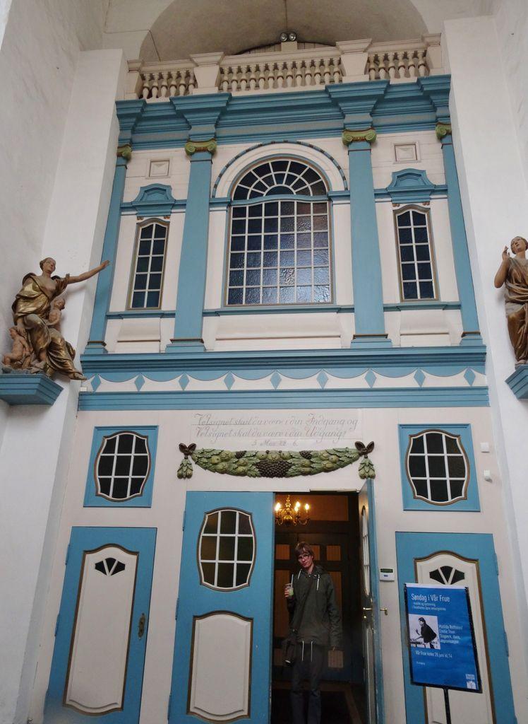 Anciens entrepots, université, cathédrale, maisons, église hospitalière