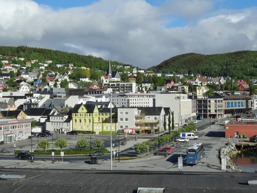 Le port d'Harstad, vues du bateau, le pont de Tromso