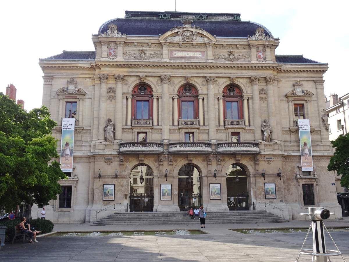 La place des Jacobins, le théâtre des Celestins