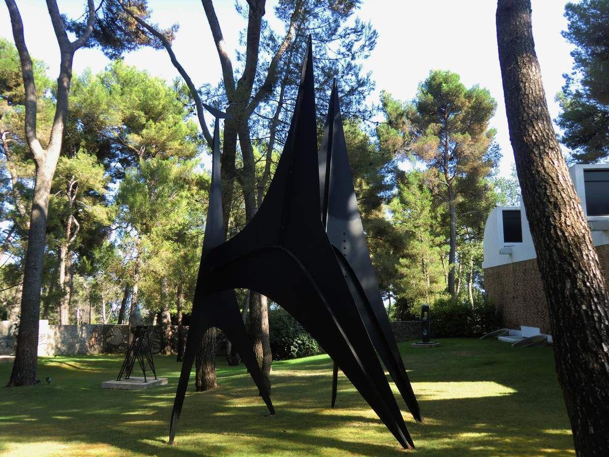 Giacometti, Léger, Calder, Chagall, dans les jardins de la Fondation