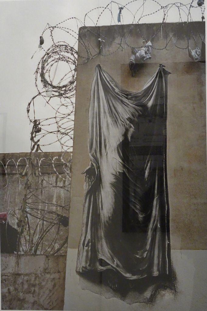 La Commune, l'avortement, l'apartheid dénoncé à Nice,le sida, l'isolement carcéral font l'objet de sérigraphies multiples incorporées au paysage urbain