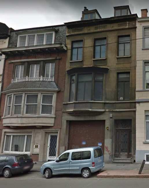 La façade de l'immeuble avant et après rénovation