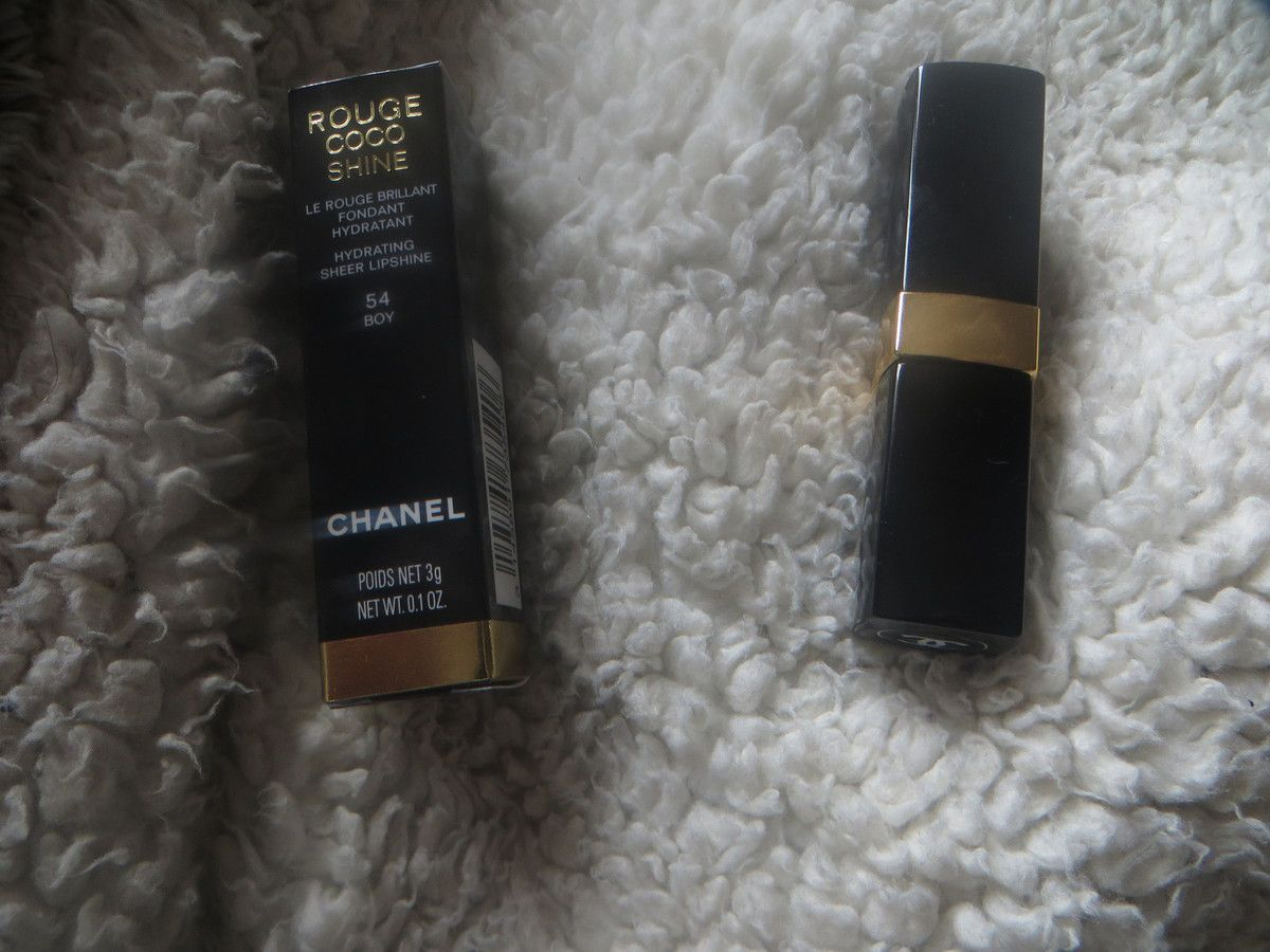 "Rouge Coco shine de Chanel en ""Boy"""
