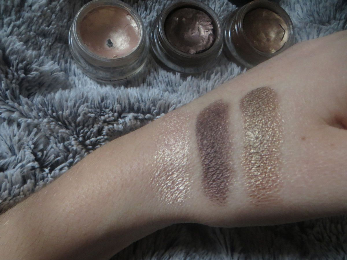 "Swatch Paintpots de Mac ""Bare study"", ""Constructivist"", et ""Indianwood"". (sans flash)."