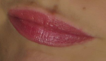 "Velvet gloss lip pencil de NARS en ""Barroque"" sur mes lips."