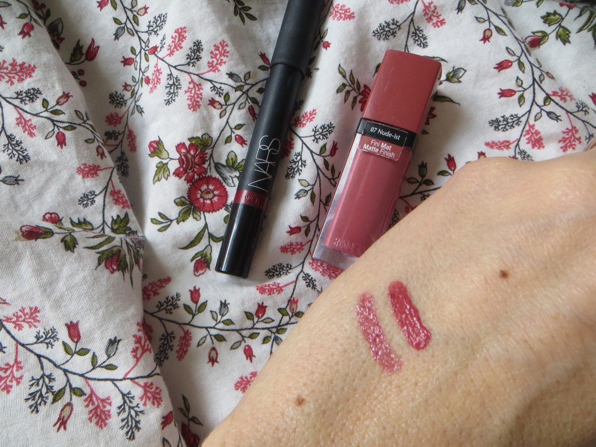 "Velvet gloss lip pencil de NARS en ""Barroque"" et le Rouge Edition Velvet BOURJOIS en ""Nude-ist"".Swatch."