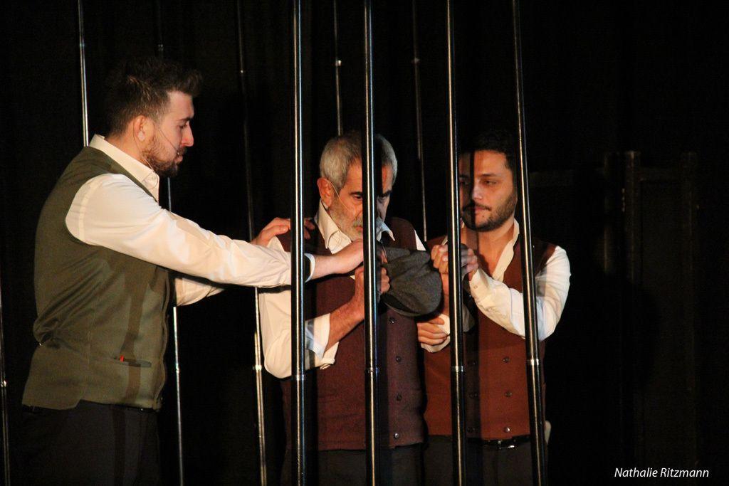 """""""Son Kuşlar"""" türk makhûmları için gösterilen tiyatro oyunu"""