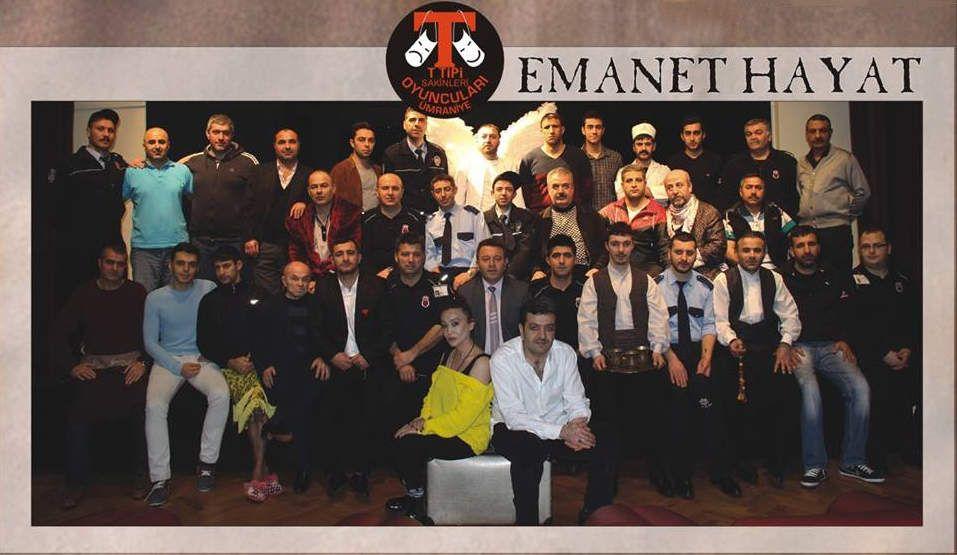Ümraniye T Tipi kapalı cezaevinde mahkumlar tiyatro grubu ile müdür Mehmet Çitak ve yönetmen Pınar Gordie