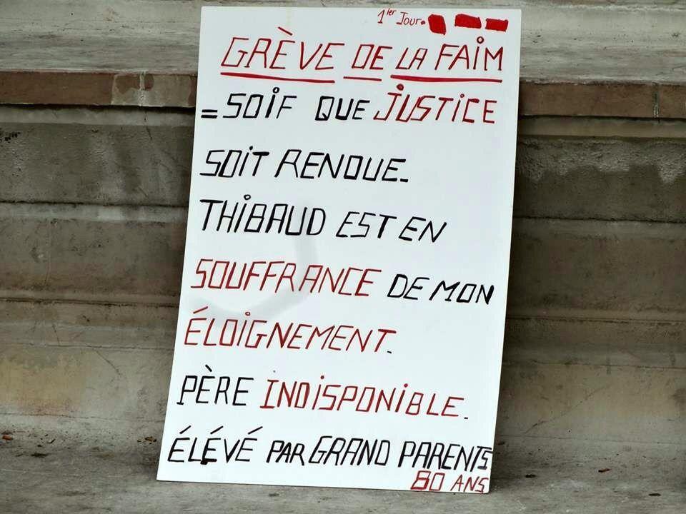 Evelyne fait une grève de la faim place st Michel à Paris à partir du samedi 23 avril 2016