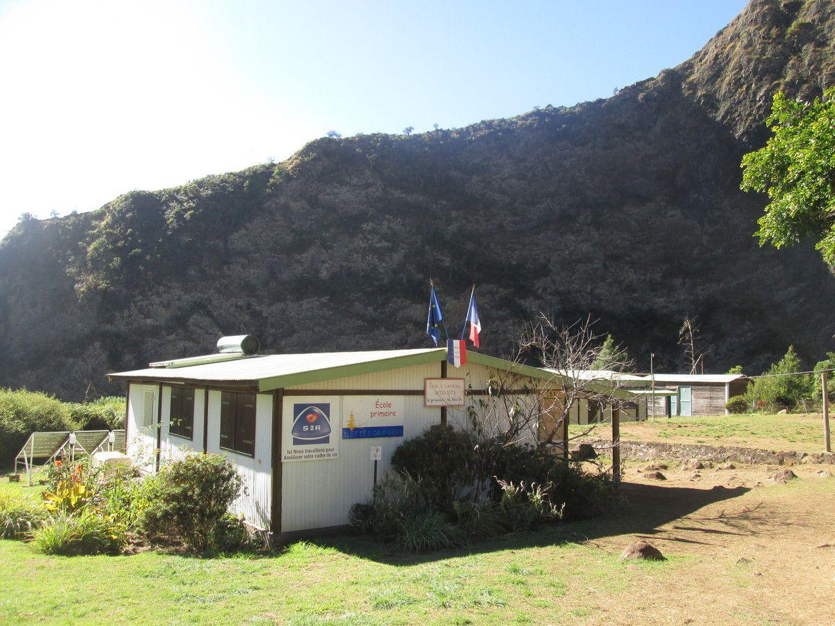 Ecole d'Ilet des Orangers - construite en 1982