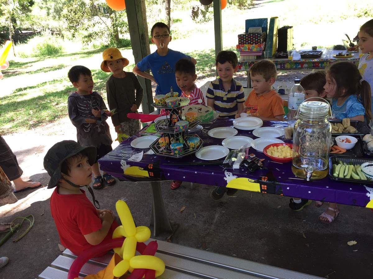 Ma fete d'anniversaire avec mes keupins et Daniel le magicien!