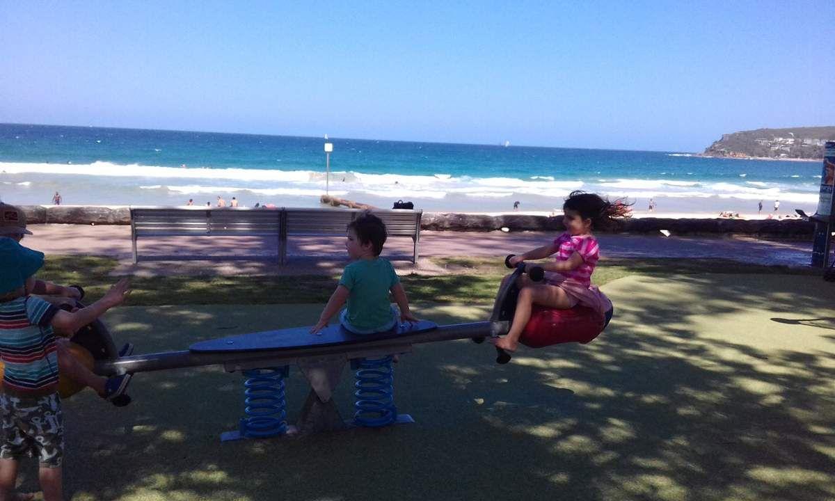 picnic a la plage avec ma copine Emilie et son petit frere Sam...