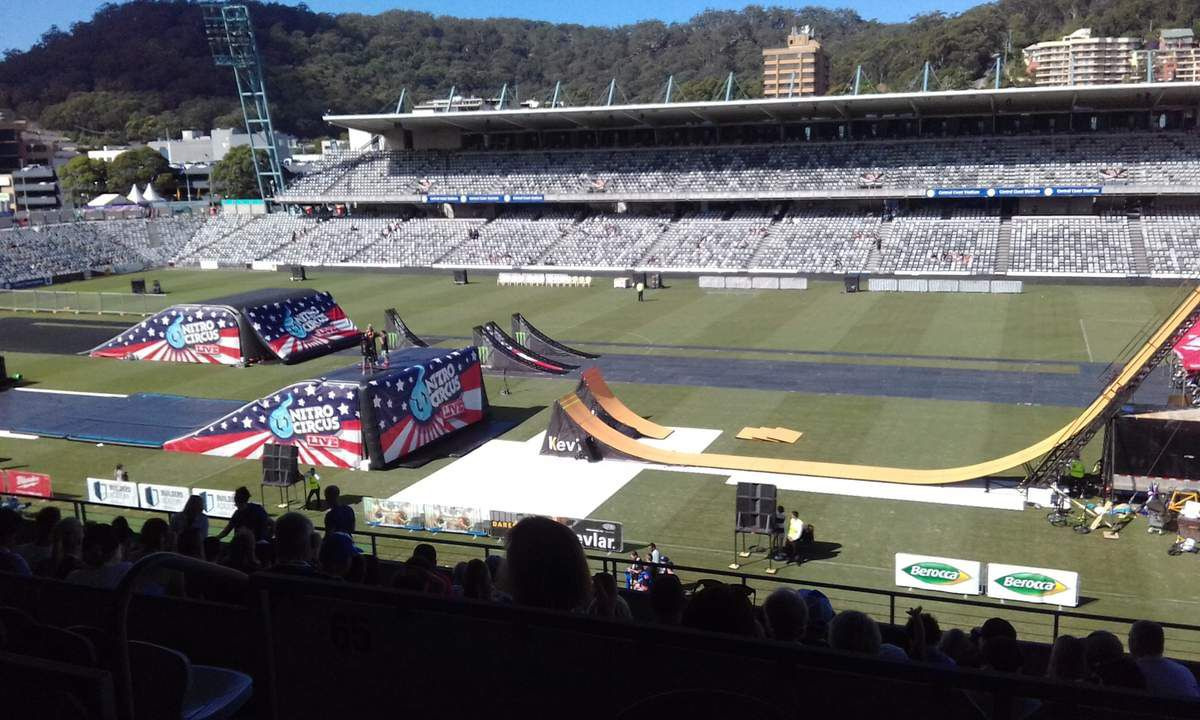 Nitro Circus sur la Central Coast - BMX, Moto Cross, Skate, Roller!!! Super !!!