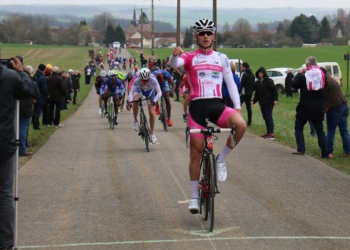 19 mars : 2e victoire 2017 sur route de Louka PAGNIER à Montdauphin (Photo : Paul Galgun sur http://velo-web.forumactif.org/)