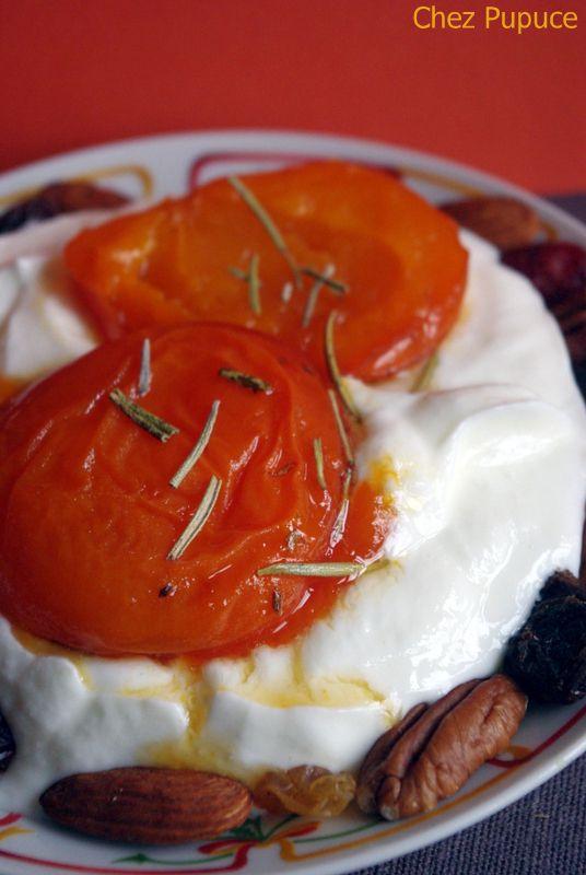 Abricots rôtis au miel sur lit de fromage blanc