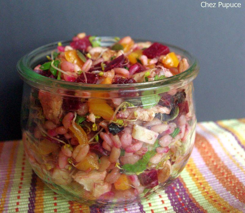 Salade complète de blé dur, dinde et crudités