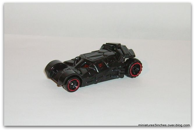 Batmobile &quot&#x3B;Begins&quot&#x3B; et &quot&#x3B;Dark Knight&quot&#x3B; by Hot Wheels.