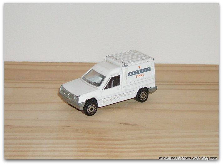 Renault express ref 233 by Majorette.