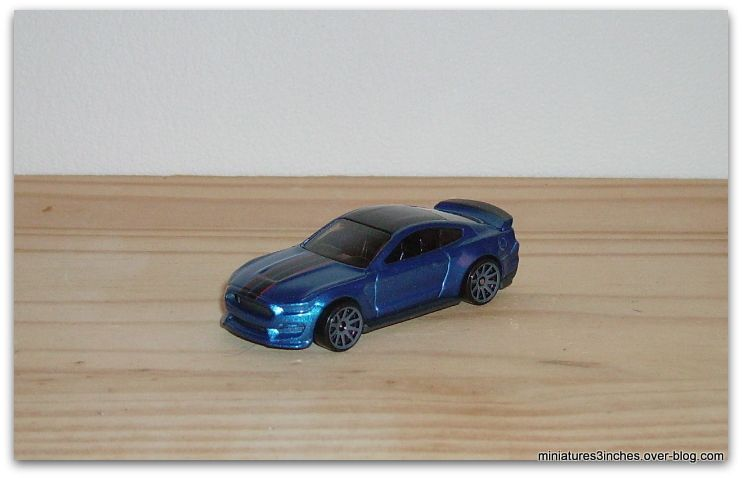 Shelby GT 350 R  by Hot Wheels.