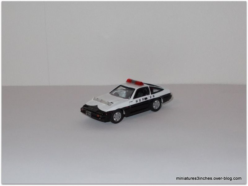 Nissan Fairlady Z  &quot&#x3B;police&quot&#x3B;  by  Tomica Tomy.