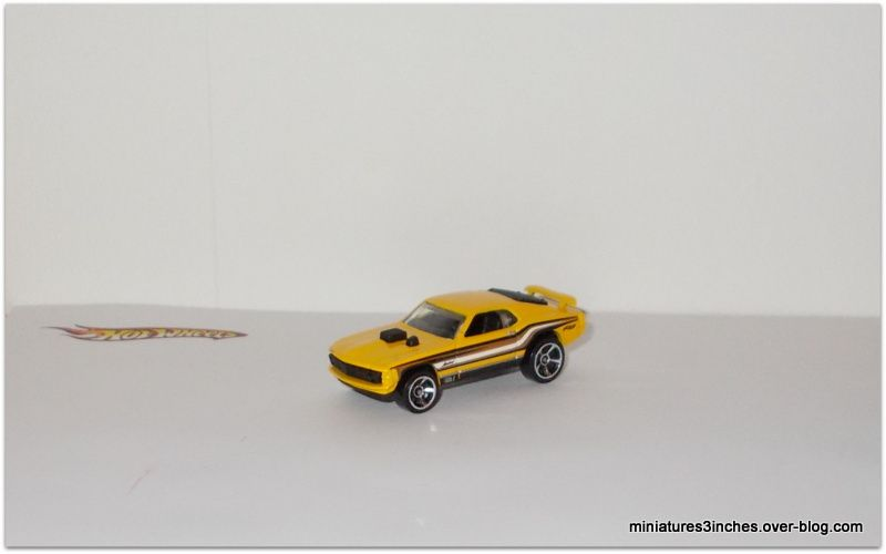Ford Mustang Mach 1 by Hot Wheels.