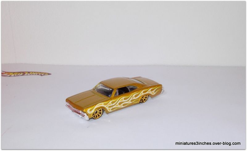 Chevy Impala 1965 by Hot Wheels.