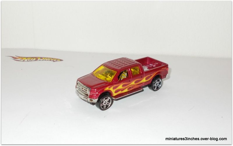 Ford F-150 2009 by Hot Wheels.