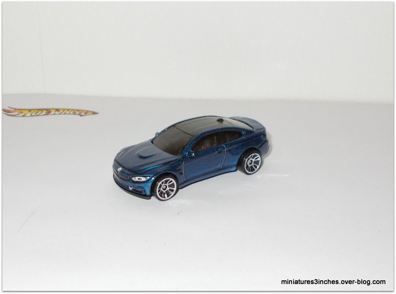 BMW M4   by  Hot Wheels.
