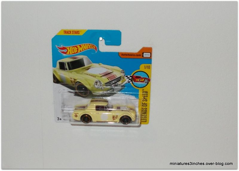 Nissan Fairlady 2000   by  Hot Wheels.
