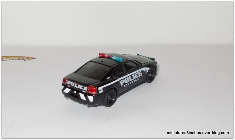 Dodge Charger 2010   &quot&#x3B;Police Winnetka&quot&#x3B;   by  Greenlight.