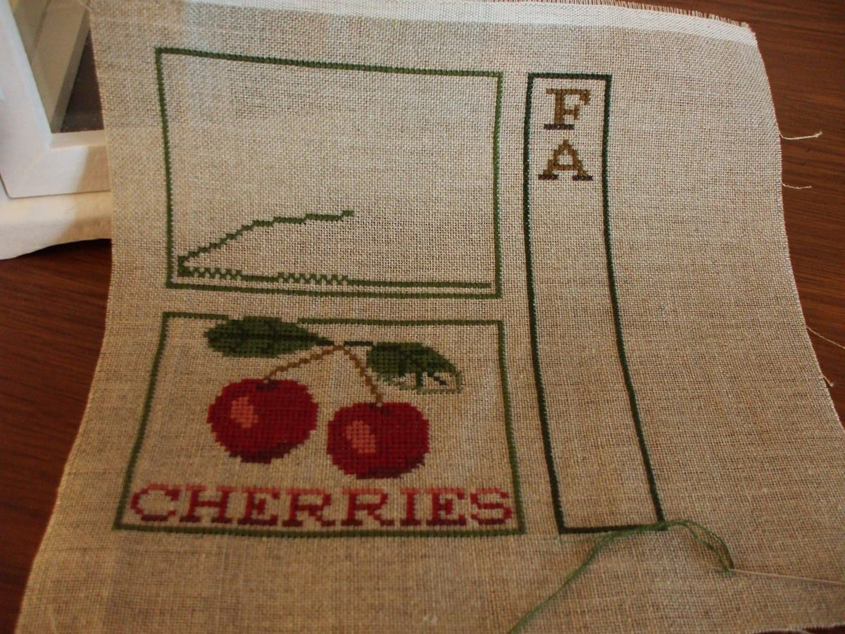 FARM FRESH CHERRIES de LHN