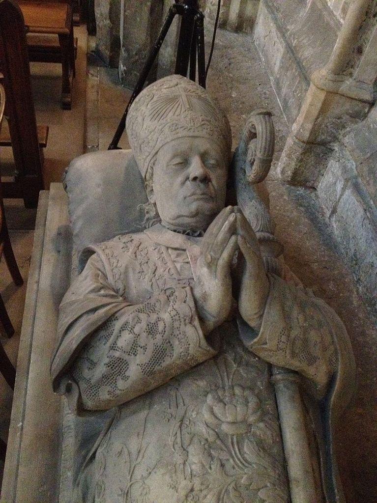 Détail du gisant du cardinal-prince de Croÿ