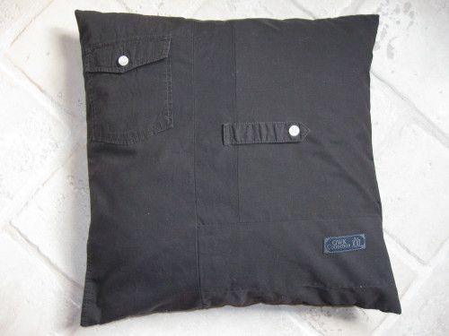 housse de coussin en chemise recyclée