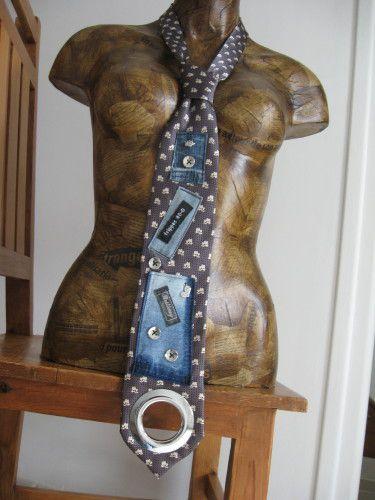 Encore un collier cravate voui mais avec un anneau de rideau!!!!