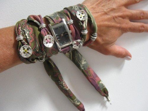 cravate recyclée en bracelet montre 2