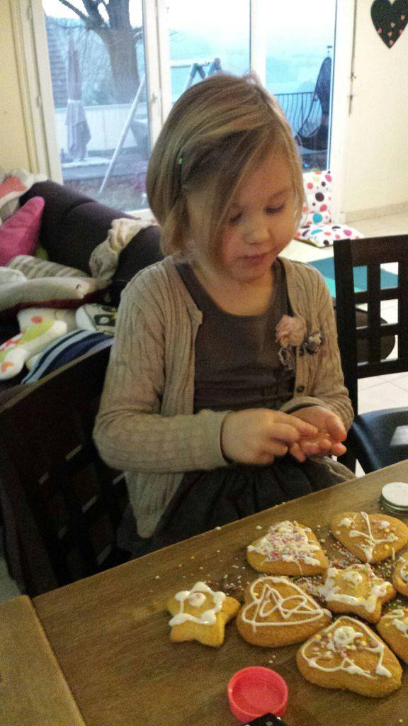 Les pains d'épices des décorations pour les fêtes de noël avec les enfants : recette pour le sapin