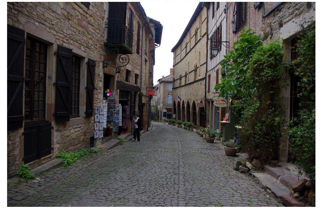 Toulouse chez le beau-cousin {excursion à Cordes sur ciel}