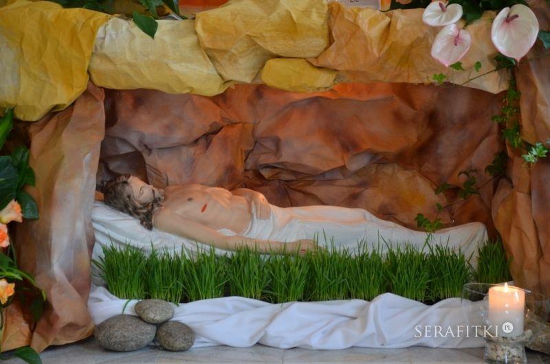 Jésus est mis au tombeau vendredi saint