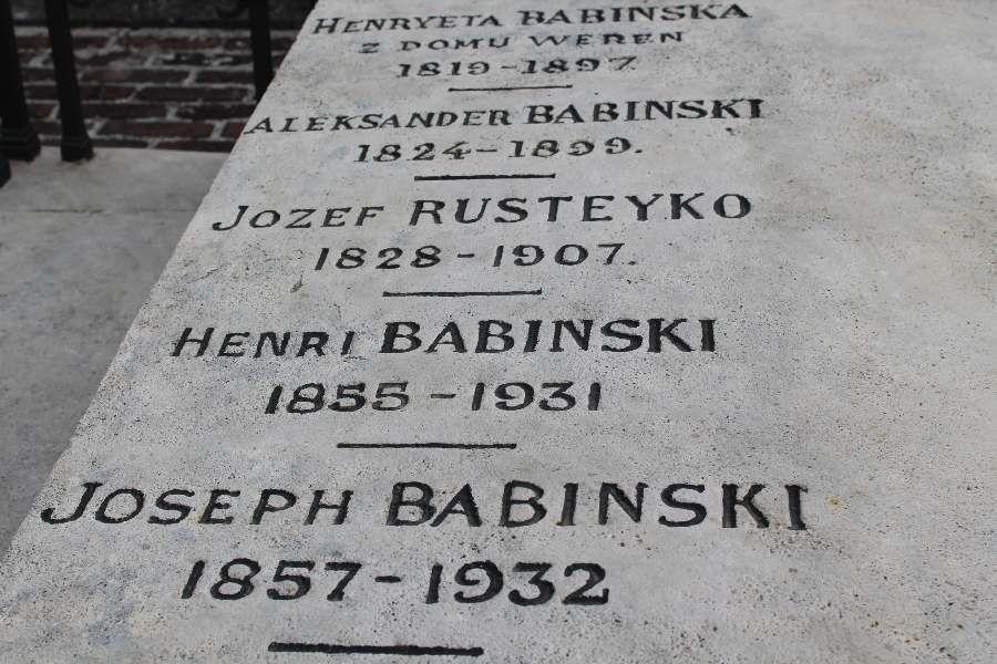 odnowiony grob rodzinny J.Babinskiego