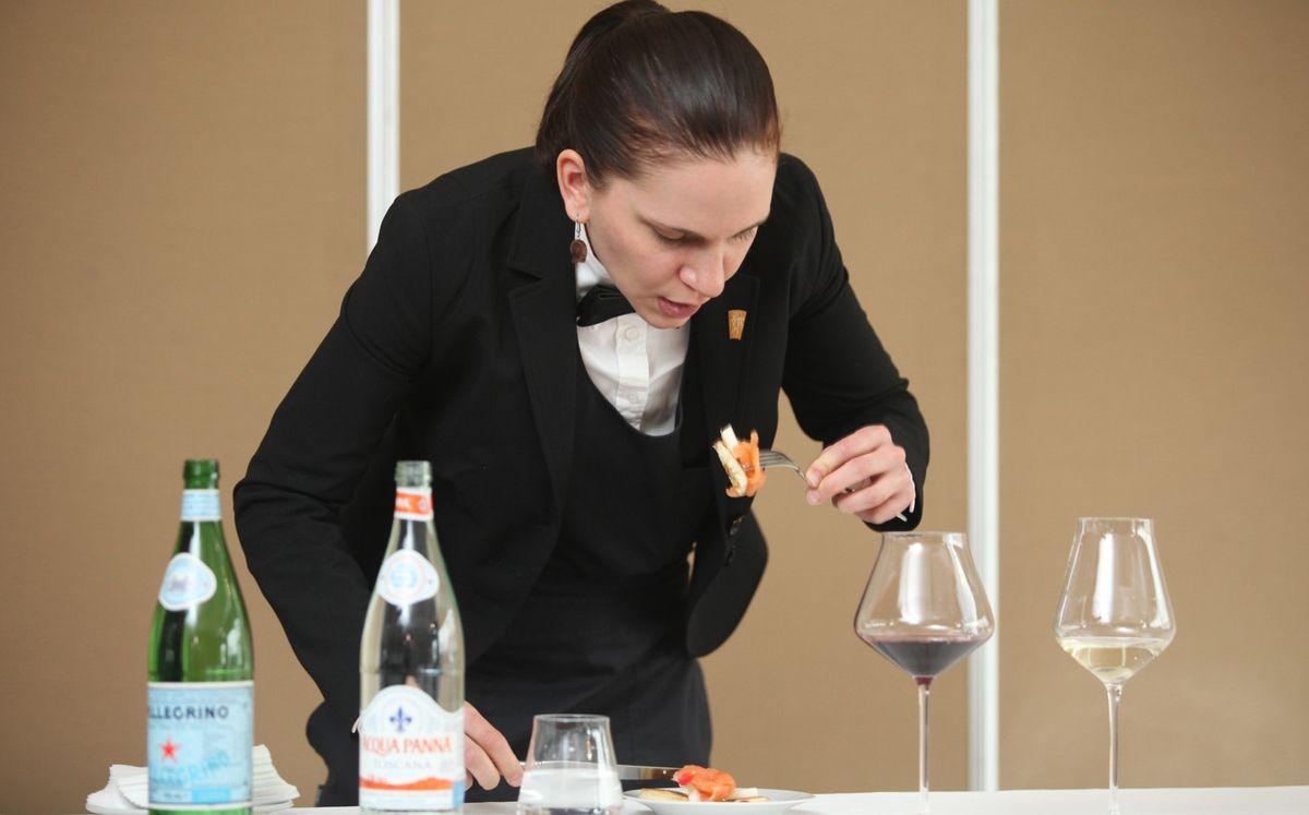 La Finlandaise Heidi Makinen au cours de l'épreuve d'accord met et vin. © Jean Bernard