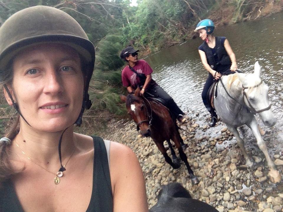 Balade à la rivière avec Manon